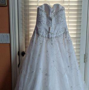 Brand New Never worn David's Bridal Dress sz 12
